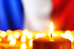 Stearinljus framme av den Frankrike flaggan Royaltyfria Foton