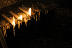 Stearinljus i dyrkan Arkivfoto