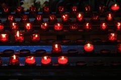Stearinljus i en kyrka Fotografering för Bildbyråer