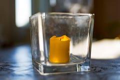 Stearinljus i flaskan Arkivfoton