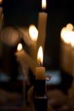 Stearinljus i gammal kyrka 2 Arkivfoto