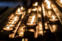 Stearinljus i kyrka i London Arkivfoto