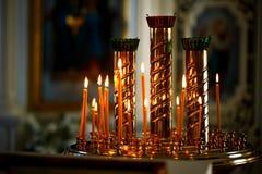 Stearinljus i kyrkan Royaltyfri Foto
