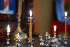 Stearinljus i kyrkan Royaltyfria Bilder