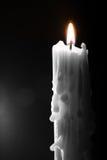 Stearinljus i mörkret Arkivfoton