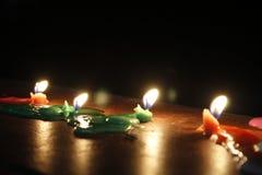 Stearinljus i mörkret av natten Arkivbilder