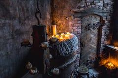 Stearinljus i medeltida rum Royaltyfri Foto