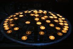 Stearinljus i Notre Dame Cathedral Arkivfoto