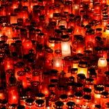 Stearinljus Lit i minne av det 32 döda folket och 150na som såras i branden på klubban Colectiv Royaltyfria Bilder