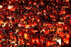 Stearinljus Lit i minne av det 32 döda folket och 150na som såras i branden på klubban Colectiv Royaltyfria Foton