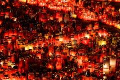 Stearinljus Lit i minne av det 32 döda folket och 150na som såras i branden på klubban Colectiv Arkivbilder
