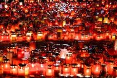Stearinljus Lit i minne av det 32 döda folket och 150na som såras i branden på klubban Colectiv Royaltyfri Fotografi