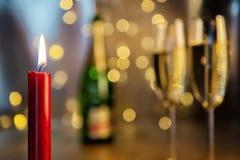 Stearinljus med champagneexponeringsglas Royaltyfria Foton