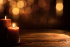 Stearinljus med guld- bokeh royaltyfria bilder