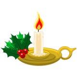 Stearinljus med Mistletow och järnek i guld- candleholder Fotografering för Bildbyråer