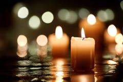 Stearinljus med reflexion fotografering för bildbyråer