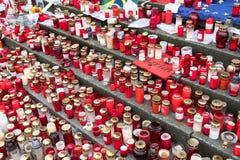 Stearinljus och blommor på jul marknadsför i Berlin Royaltyfri Foto