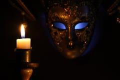 Stearinljus och maskering royaltyfria bilder