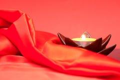 Stearinljus och röd torkduk Fotografering för Bildbyråer