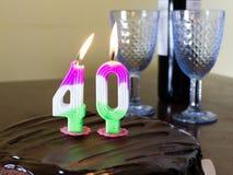 40 stearinljus på chocloatefödelsedagkakan Arkivfoton