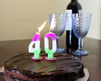 40 stearinljus på chocloatefödelsedagkakan Royaltyfri Foto