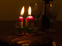 40 stearinljus på chocloatefödelsedagkakan Arkivfoto