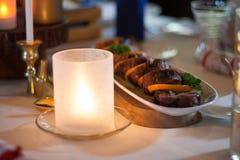 Stearinljus på den dinning tabellen Royaltyfri Bild