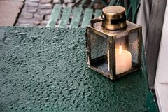 Stearinljus på en regnig dag royaltyfri bild