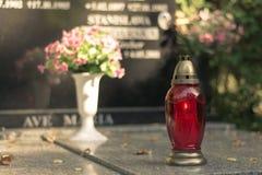 Stearinljus på graven Royaltyfria Bilder