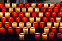 Stearinljus på Notre Dame Arkivbild