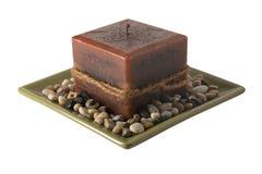 Stearinljus på plattan med unlit stenar - Royaltyfri Bild