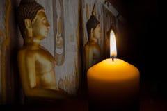 Stearinljus på svart bakgrund Fotografering för Bildbyråer