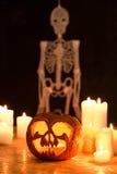 Stearinljus, pumpa och skelett Fotografering för Bildbyråer