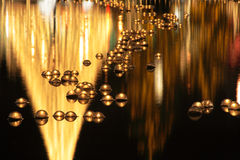 Stearinljus som flottörhus på vatten arkivfoton