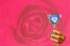Stearinljus som hjärta-formas med signal tre som blått, vitt och ljusblått Royaltyfria Bilder