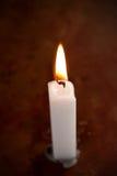 stearinljus tänd white Arkivbilder