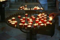 Stearinljus tände i kyrka av Förlossare, Venedig Royaltyfri Foto