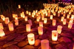 Stearinljus under nattfestival Arkivfoton