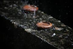 Stearinljuset släckas på grund av regn royaltyfri fotografi