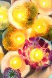 Stearinljuset tända thai kulturblomman går i den Asalha Puja dagen, den Magha Puja dagen, Visakha Puja Day arkivbild