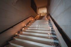 Stearinljusgarnering på trappan Royaltyfri Fotografi