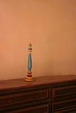 Stearinljushållare på tabellen på beskickningLa Purisima Arkivbilder