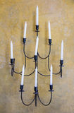 Stearinljushållare på väggen Arkivfoto