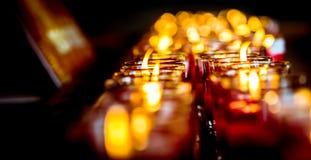 Stearinljusljus och bokehbakgrund Fotografering för Bildbyråer