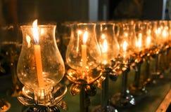 Stearinljusljus på en religiös dag royaltyfri bild
