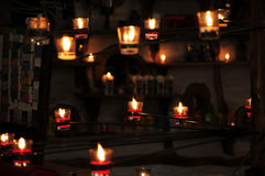 Stearinljusljus, stearinljus gör sammandrag bakgrund Selektiv fo Royaltyfri Fotografi