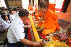 Stearinljustraditionsbuddism i Thailand Royaltyfri Foto