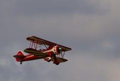 Stearman rosso sul decollo Fotografia Stock Libera da Diritti