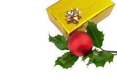 Stechpalme und Geschenkbox Stockfoto