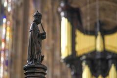 Stechpalme und Pfeifenorgel der Kapelle in König ` s College in der Universität von Cambridge Stockfotos